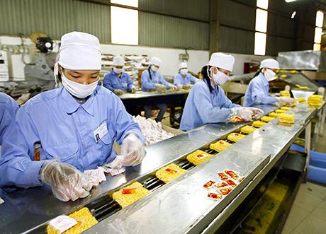 Doanh nghiệp sản xuất thực phẩm nên đầu tư dây chuyền máy đóng gói tự động chất lượng ngay từ bước đầu!